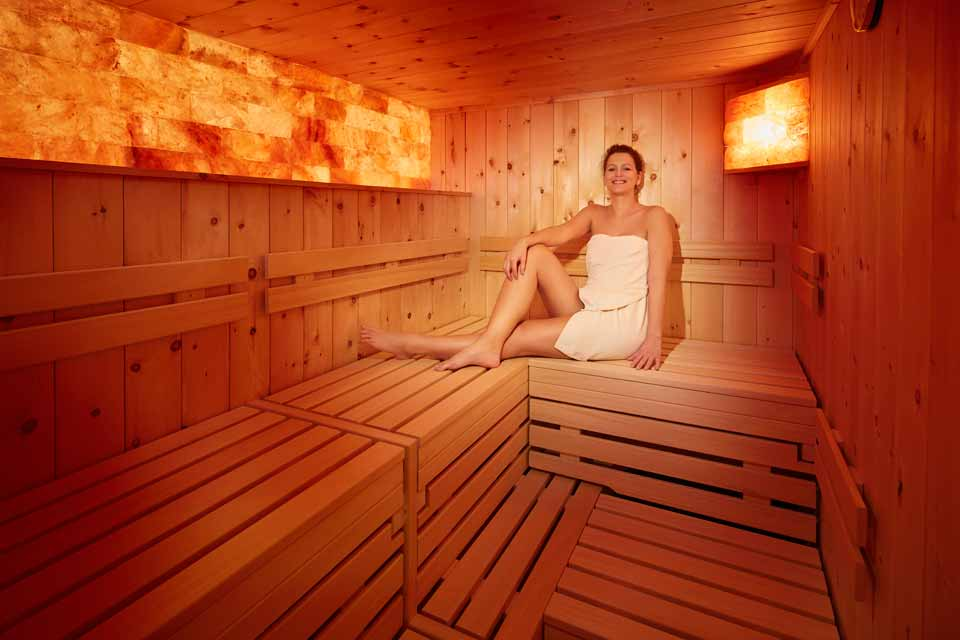 hotel sommer sauna frau sportguide f hrt dich durch die welt des sports. Black Bedroom Furniture Sets. Home Design Ideas