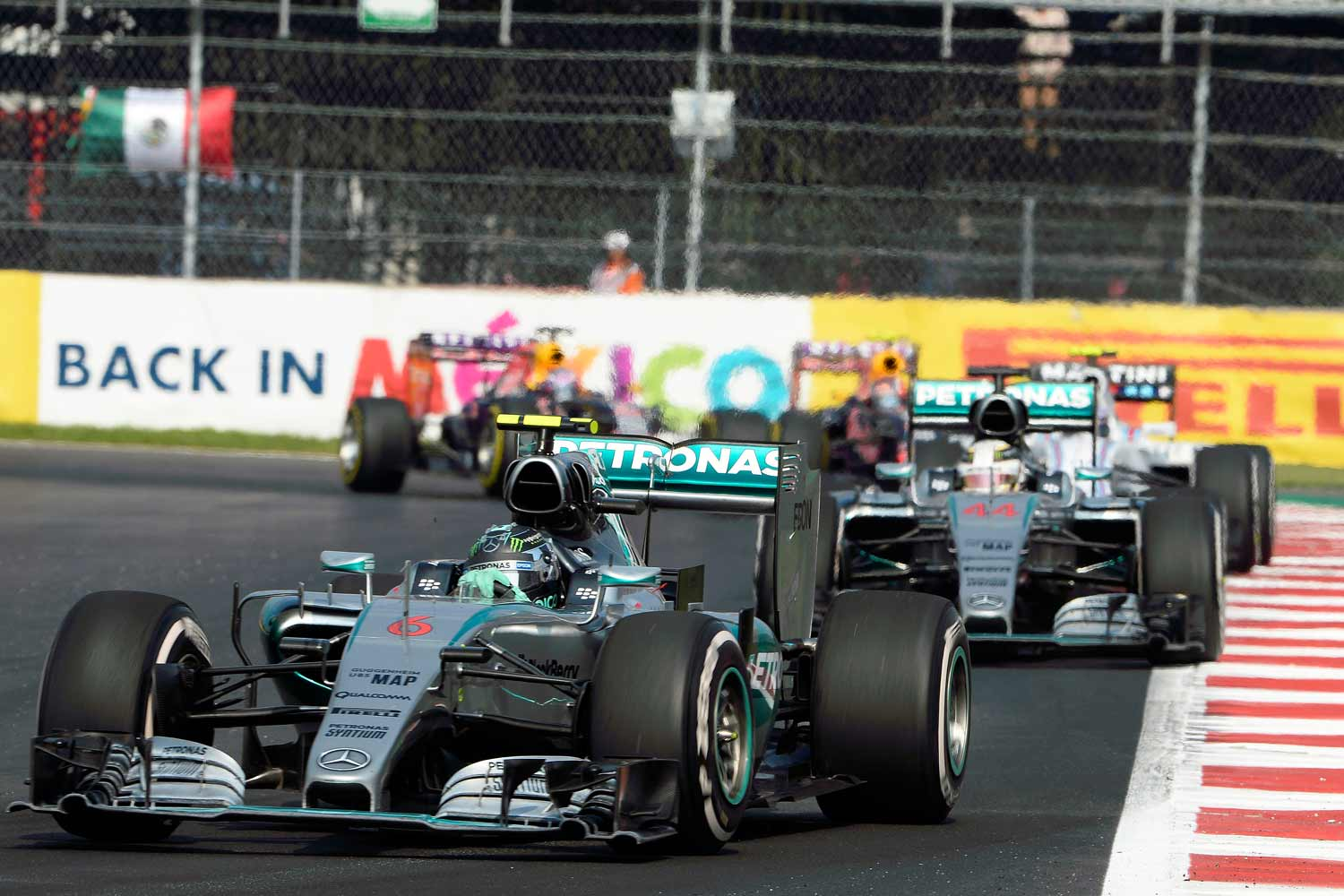 F1-Mexiko-Mercedes-on-track3